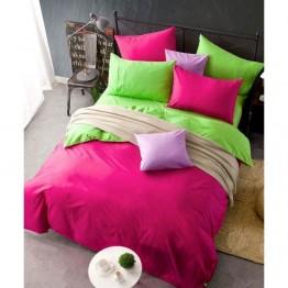 Спално бельо, залено с циклама